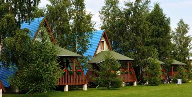 Trójkątne domki typu wigwam
